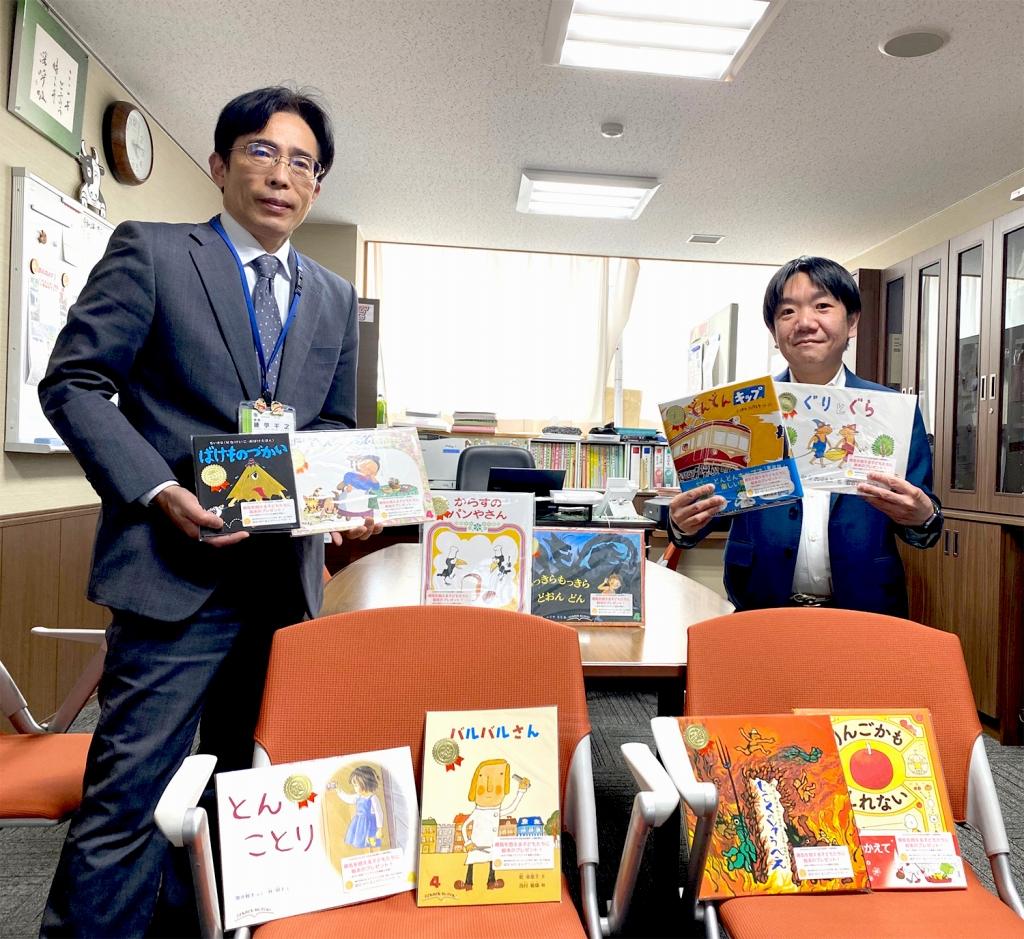 岡山市立鹿田小学校へ絵本を寄贈